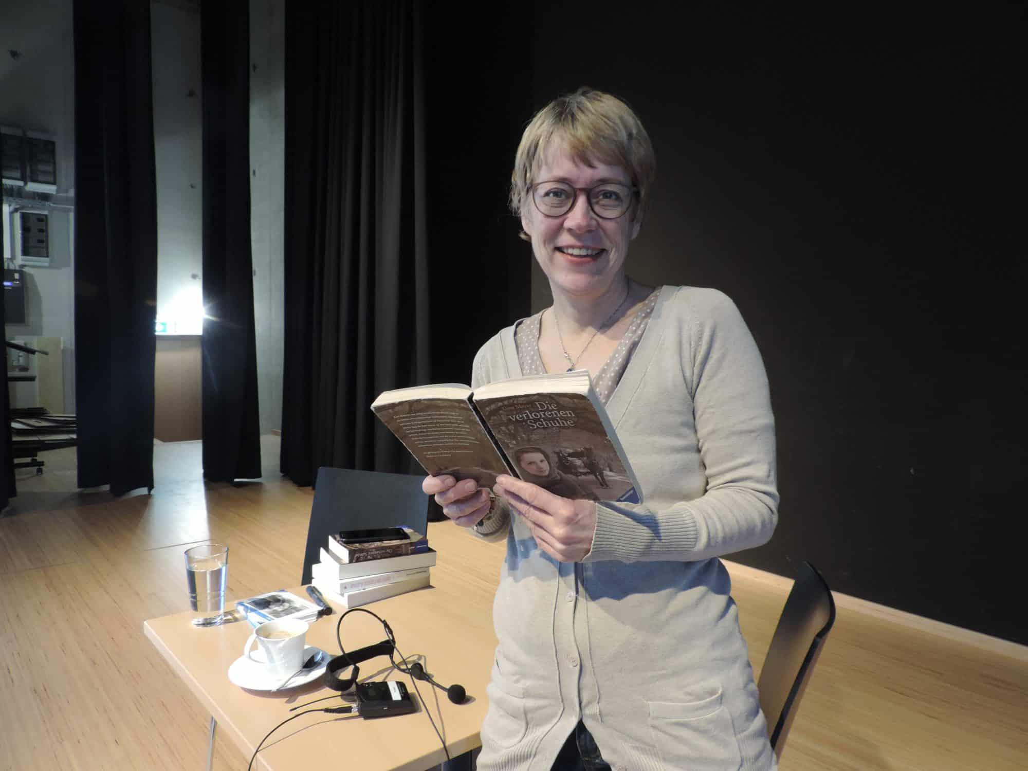 Die Düsseldorfer Jugendbuchautorin Gina Mayer las vor Jugendlichen in Lipppstadt. Alle Fotos: Sabine Hense-Ferch