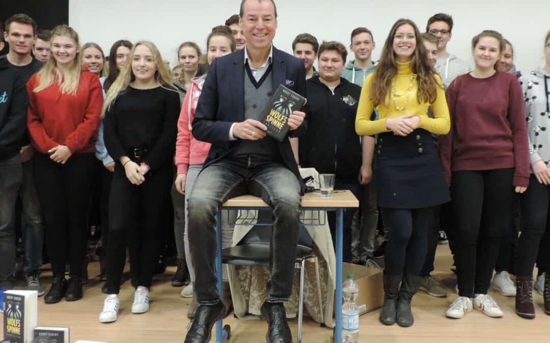 Autorenlesungen Gina Mayer und Horst Eckert in der Gesamtschule Lippstadt: Richtig interessant wird's erst jenseits der Fakten