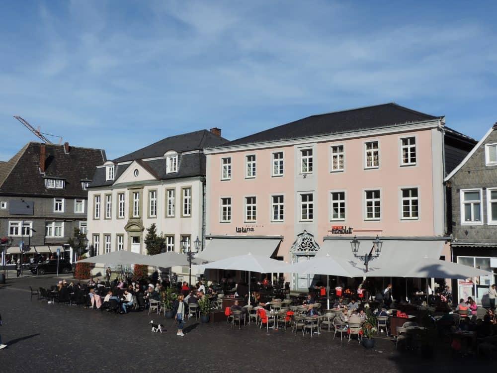 Rathausplatz Lippstadt und Blick aufs Stadtpalais (links)
